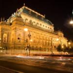 プラハ国民劇場と序曲「フス教徒」